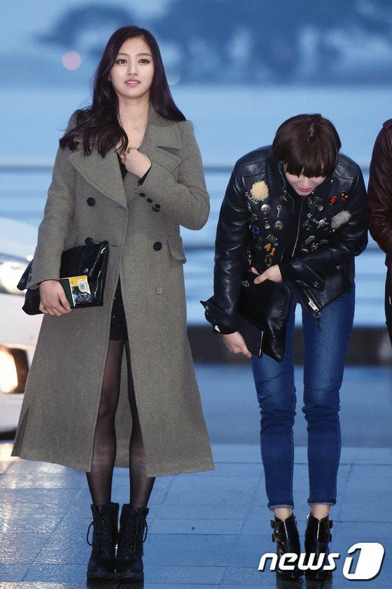 空港ファッションTWICEジヒョ ジョンヨン